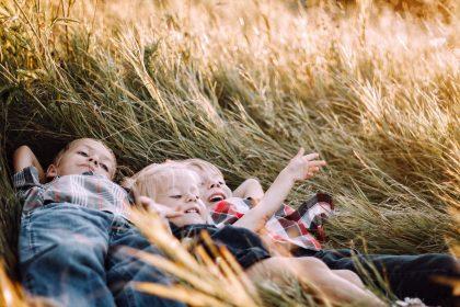 Cambridge: Πιθανότερο τα παιδιά να χτυπηθούν από κεραυνό παρά από κορονοϊό
