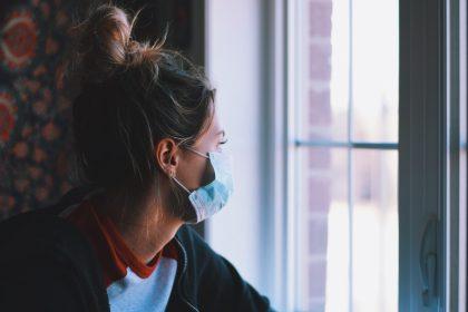 Σε ένα χρόνο θα αγκαλιαστούμε πάλι χωρίς τον φόβο του ιού