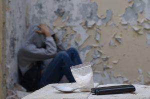 ΚΕΘΕΑ χρήστες ουσιών σε εγκαταλελειμμένο κτήριο απεγνωσμένος