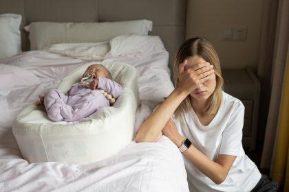 επιλόχειος κατάθλιψη στεναχωρημένη μητέρα