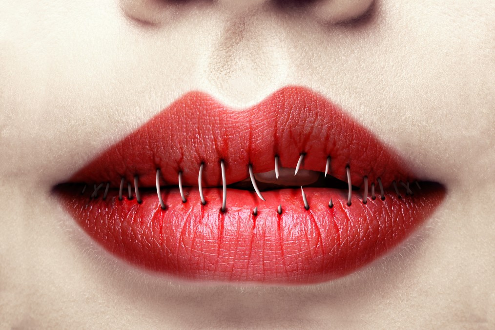 Μισάνοιχτα, μισοσφραγισμένα χείλη