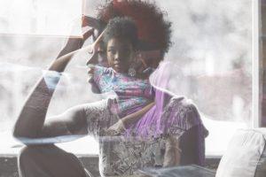 διασχιστική διαταραχή ταυτότητας γυναίκα μπερδεμένη