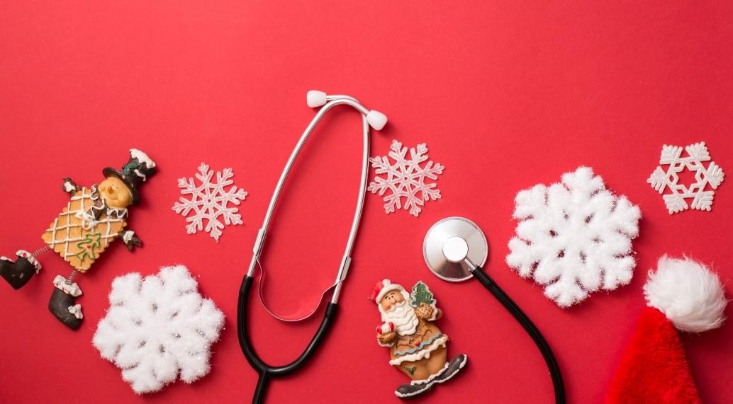 Χριστούγεννα εικόνα με στηθοσκόπιο και χριστουγεννιάτικα στολίδια