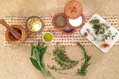 ουρική αρθρίτιδα φυσική αντιμετώπιση βότανα και μπαχάρια σε τραπέζι