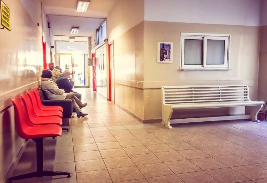 ένα στα τέσσερα νοσοκομεία χωρίς νερό νοσοκομείο με ασθενείς σε αναμονή