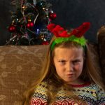 χαμογελαστή κατάθλιψη κορίτσι θυμωμένο τα χριστούγεννα
