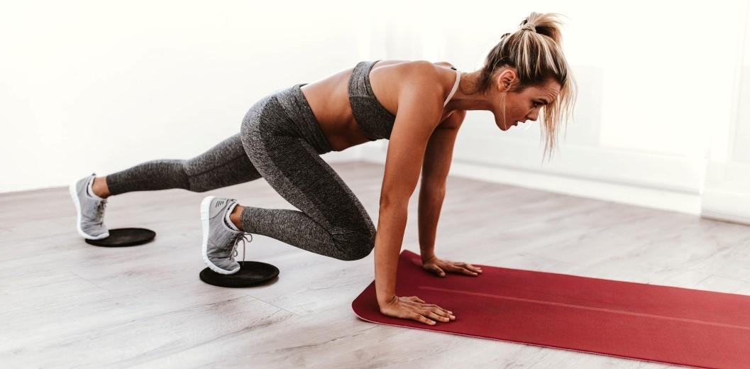 κουρασμένη γυναίκα από σωματική άσκηση