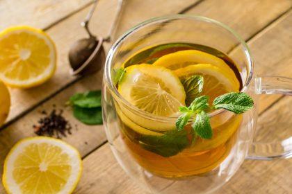 μεταβολισμός φλιτζάνι τσάι με λεμόνι και μέντα