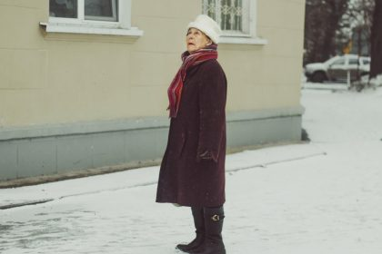 άνοια γυναίκα με άνοια χαμένη στον δρόμο