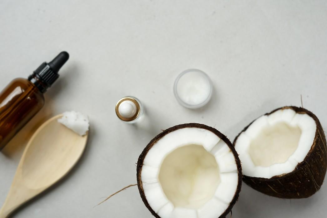 φυτικά έλαια καρύδας για κατεστραμμένα μαλλιά