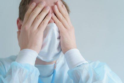 Covid-19: Ψυχικές διαταραχές σχεδόν στο 50% των εργαζομένων σε ΜΕΘ στη Βρετανία