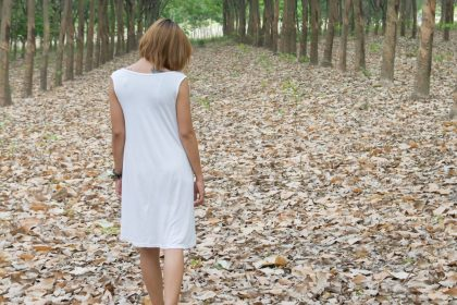 στεναχωρημένη γυναίκα με άτυπη κατάθλιψη