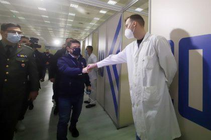 Ο υφυπουργός κ. Χαρδαλίας στο μεγαλύτερο εμβολιαστικό κέντρο