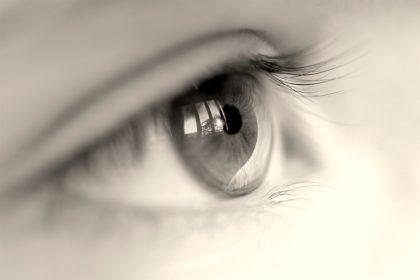 Βλέπω μαύρα στίγματα: Αίτια και θεραπεία