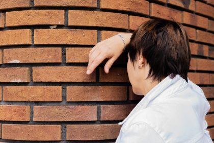κοινωνικό άγχος κοινωνική φοβία γυναίκα έχει άγχος