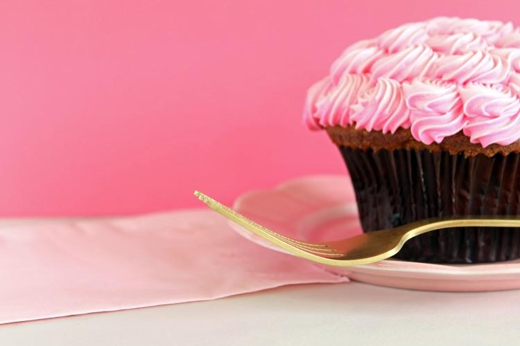 Σάκχαρα: Γλυκό κέικ με γεύση φράουλα