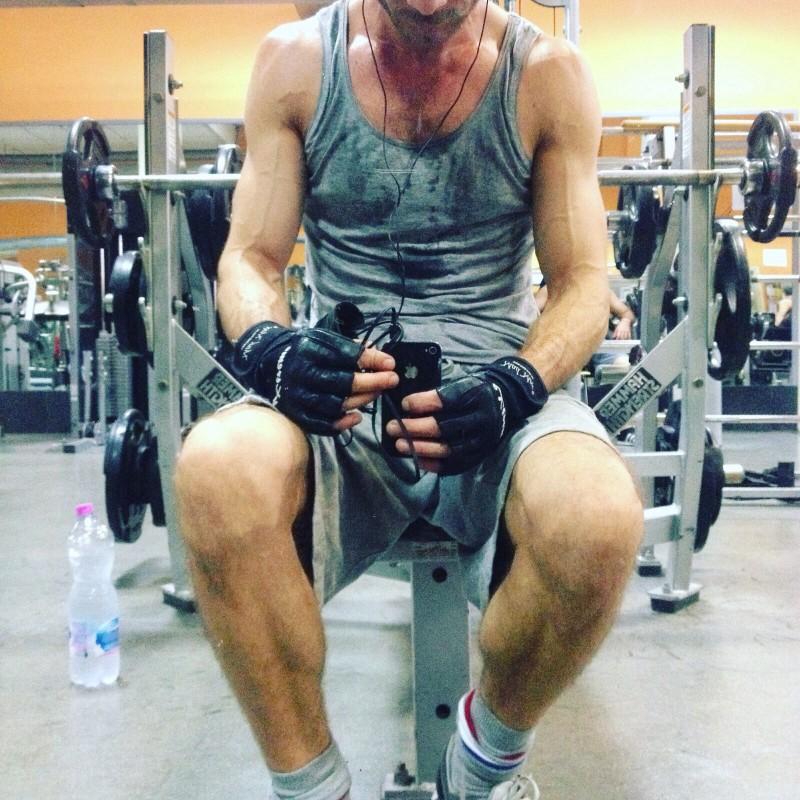 Όξινος ιδρώτας - Άνδρας στο γυμναστήριο
