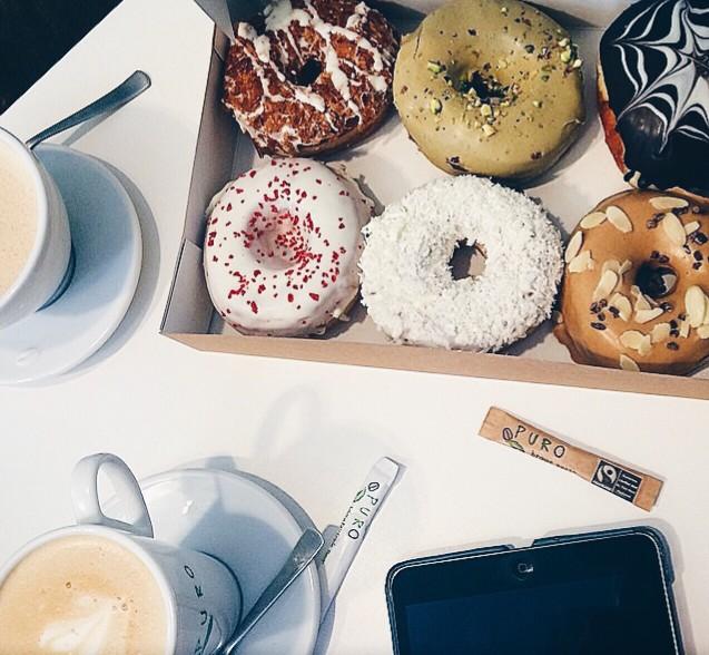 Καφέδες και ντόνατ