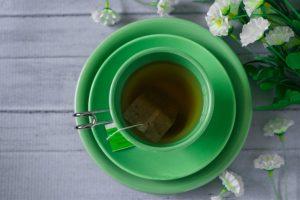 πράσινο τσάι σε πράσινο φλιτζάνι