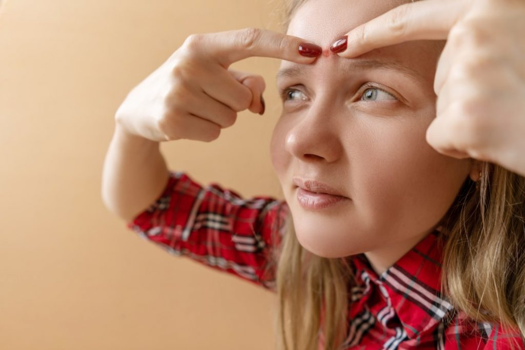 εξανθήματα σώμα άγχος ακμή στο πρόσωπο