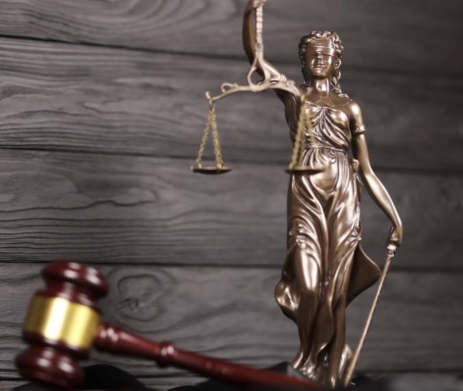 αυτοτιμωρία άγαλμα θείας δίκης