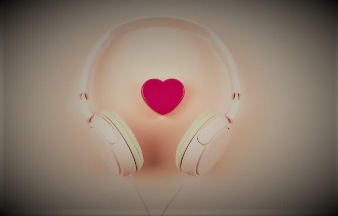 ακουστικά και ήχος καρδιακής αρρυθμίας με τεχνητή νοημοσύνη
