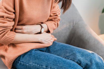 νεύρωση στομάχου φυσική αντιμετώπιση πόνος στην κοιλιά γυναίκα
