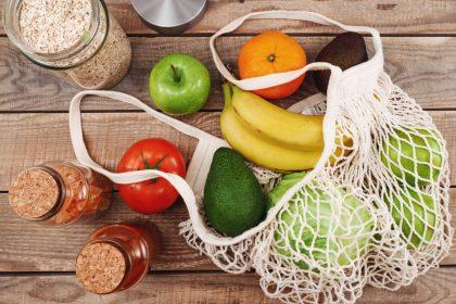 διατροφή και ψυχική υγεία σακούλα με φρούτα