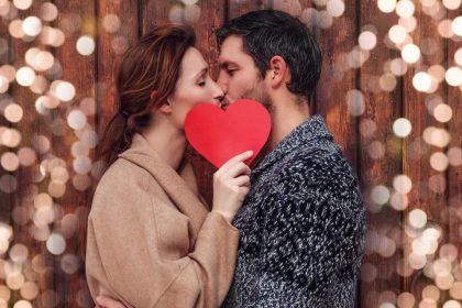 Σεξουαλικώς μεταδιδόμενα νοσήματα στο στόμα: Ζευγάρι που φιλιέται