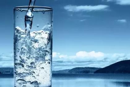 Ανθρώπινο σώμα: Ποτήρι με νερό