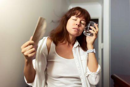 εμμηνόπαυση κατάθλιψη γυναίκα με εξάψεις