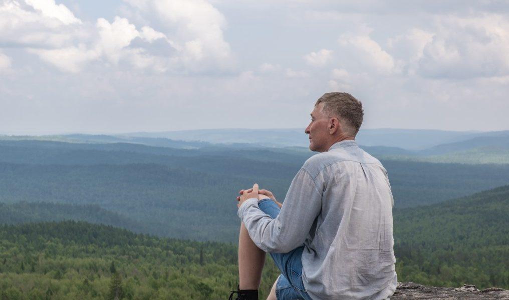 μεσήλικος άνδρας μόνος εμφάνιση καρκίνου από μοναξιά