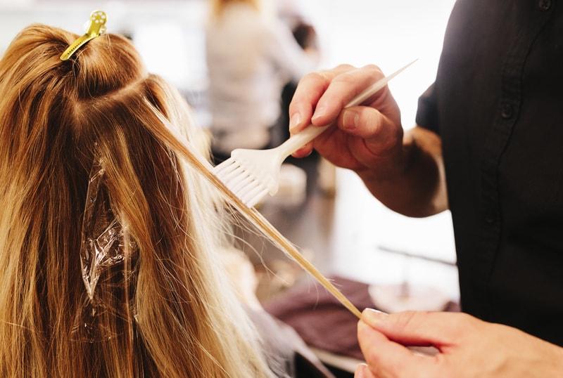 Βαφή μαλλιών και αντάυγειες