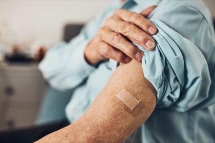ασθενείς που κάνουν ανοσοθεραπεία κατά του καρκίνου και κάνει εμβόλιο covid-19