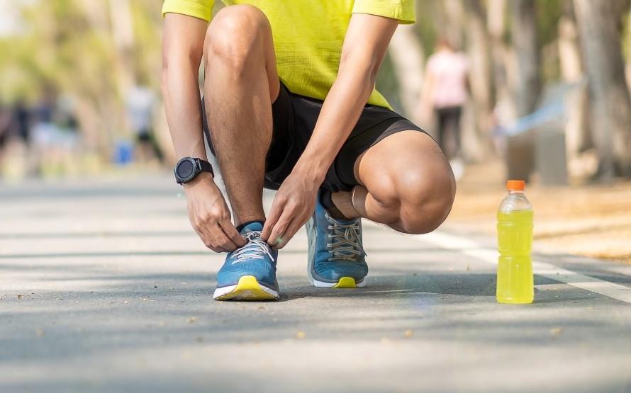 αθλητές έχουν κακή στοματική υγεία πίνοντας ενεργειακά ποτά με ζάχαρη