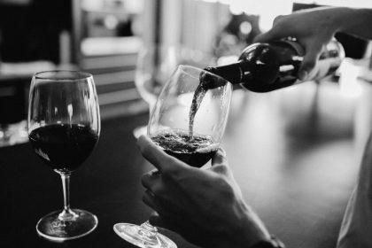 Οποιαδήποτε ποσότητα αλκοόλ βλάπτει τον εγκέφαλο