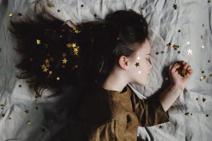 συζήτηση ύπνος ίδρυμα σταύρος νιάρχος κορίτσι κοιμάται στο κρεββάτι