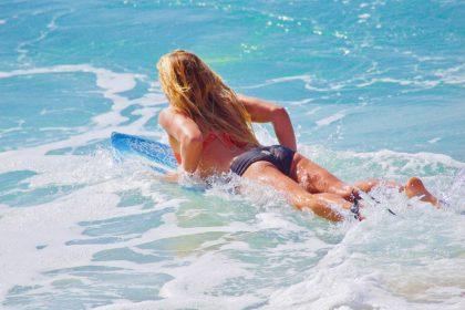 Ασκήσεις μέσα στη θάλασσα για αδυνάτισμα