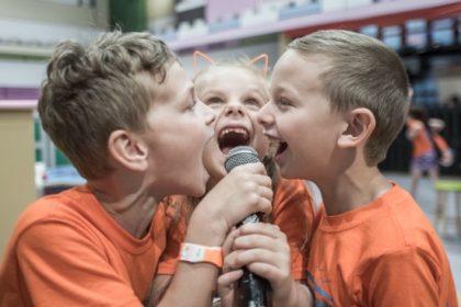 Covid-19: Τα παιδιά διασπείρουν πολύ λιγότερα αερολύματα του ιού από τους ενήλικες