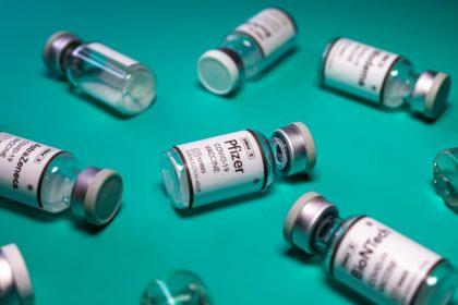 Ο εμβολιασμός με διαφορετικά εμβόλια μπορεί να δώσει πιο ισχυρή ανοσία