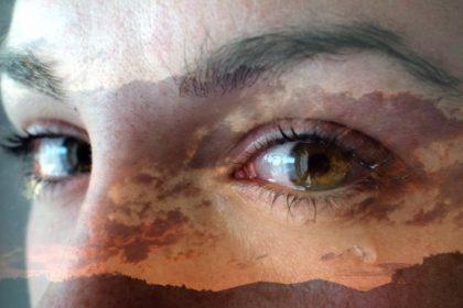 κλάμα οφέλη ηλιοβασίλεμα γυναίκα με δάκρυα στα μάτια