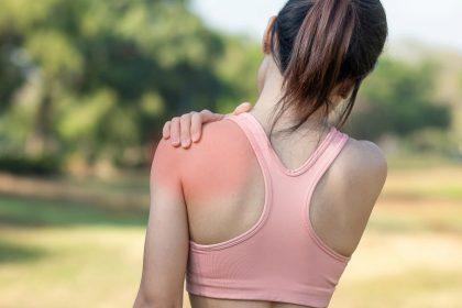 Πόνος στον ώμο: Γιατί δεν μπορώ να σηκώσω το χέρι μου;