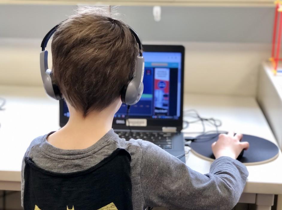 παιδι στον υπολογιστή