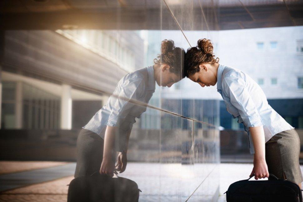 Γυναίκα με εργασιακή κατάθλιψη