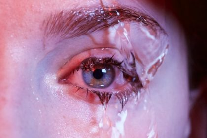 τσούξιμο στα μάτια νερό στα μάτια