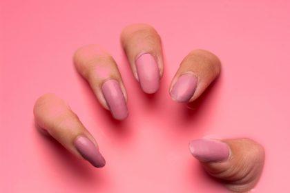 κιτρινισμένα νύχια