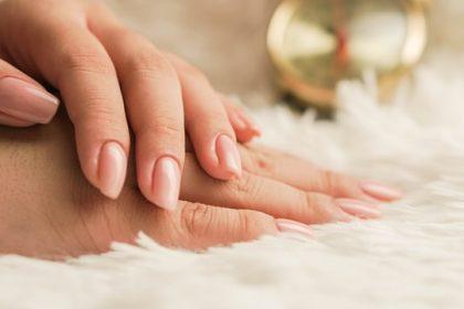 λευκά σημάδια στα νύχια