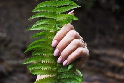 μύκητες νυχιών γυναικεία νύχια