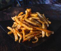 τριχόπτωση διατροφή λιπαρά πατάτες τηγανιτές