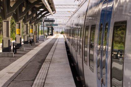 μέτρα στα τραίνα και τις μετακινήσεις λόγω κορονοϊού ανεμβολίαστοι